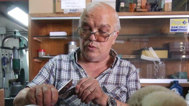 Mastro Livi, artigiano del rasoio. Grazie a lui farsi la ...