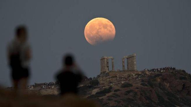 Eclissi di luna (Ansa)