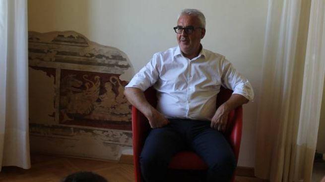 Il sindaco Carancini nel suo ufficio
