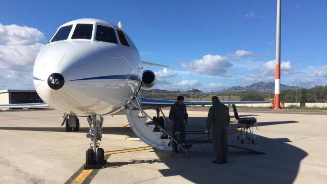 """Un velivolo dell'Aeronautica Militare utilizzato per i """"voli-ambulanza"""""""