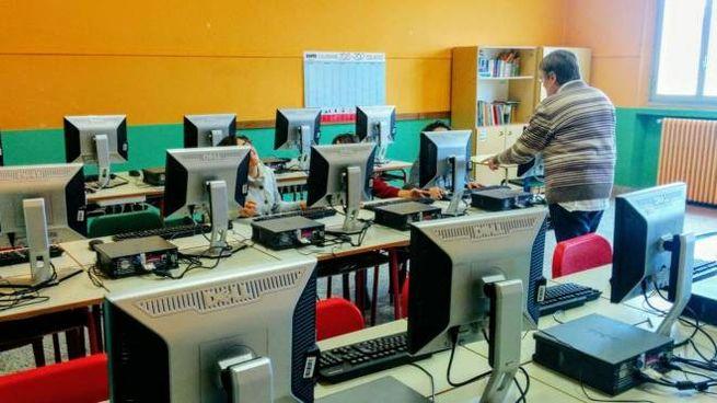 Un'aula di informatica: le scuole non trovano professori per insegnare la materia
