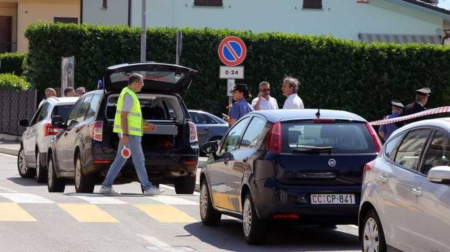I rilievi dei carabinieri subito dopo l'incidente mortale di giugno. A guidare era la donna (De Pascale)