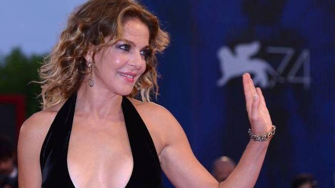 Claudia Gerini a Venezia 74 per la presentazione di 'Ammore e malavita' (Afp)