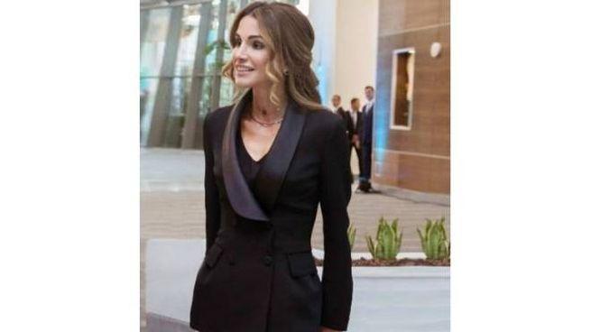 Rania di Giordania incanta con la giacca di Ermanno Scervino ... 894ee6f191bd