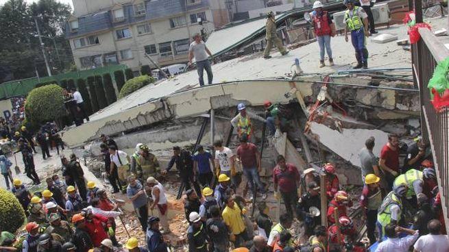 Terremoto a Città del Messico, le immagini della scuola Rebsamen collassata (Ansa)