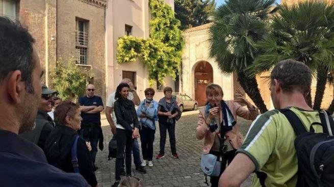 Il gruppo davanti alla basilica di Sant'Apollinare Nuovo
