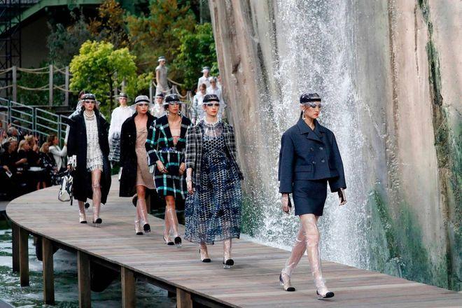 Chanel plastica e trasparenze tra le gole del verdon magazine
