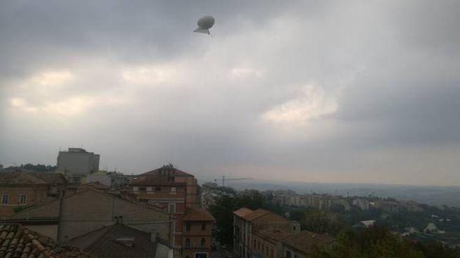 Il pallone aerostatico sopra piazza Garibaldi