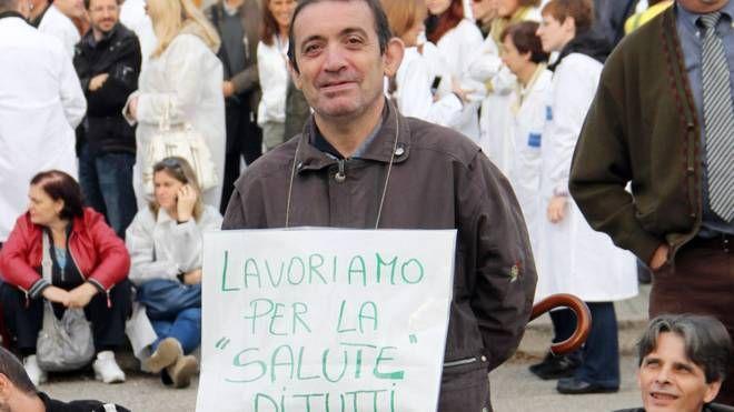 Uno sciopero dei lavoratori della NMS Nerviano Medical Sciences