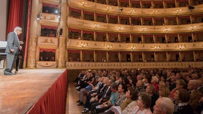La serata dedicata a Pavarotti (foto di Rolando Paolo Guerzoni - Teatro Comunale di Modena)