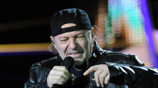 SUL PALCO Il rocker di Zocca Vasco Rossi in un concerto allo stadio Del Conero qualche anno fa
