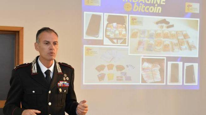 Il maggiore Pietro D'Imperio, comandante del nucleo investigativo dei carabinieri di Forlì,  presenta l'operazione