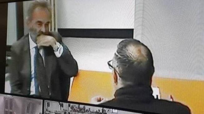 Il pentito Antonio Valerio, di spalle, affiancato dal suo legale del foro di Firenze, Alessandro Falciani