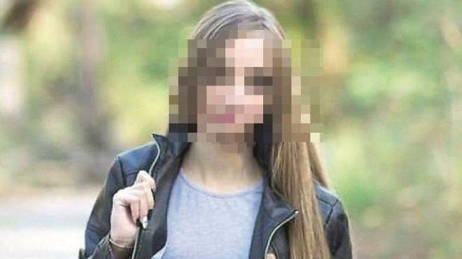 La fidanzata del giovane in carcere con l'accusa di duplice omicidio
