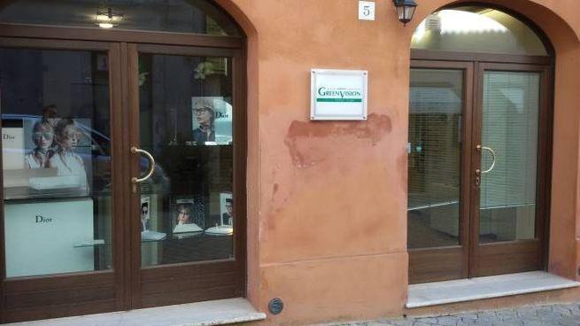 842fa8af1a Cingoli, rubate 300 paia di occhiali da Pietroni - Cronaca ...