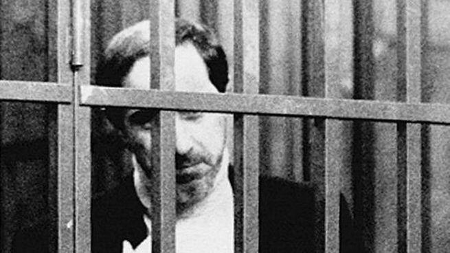 Gilberto Cavallini ritratto il 3/11/1993 in aula, dietro le sbarre (Ansa)