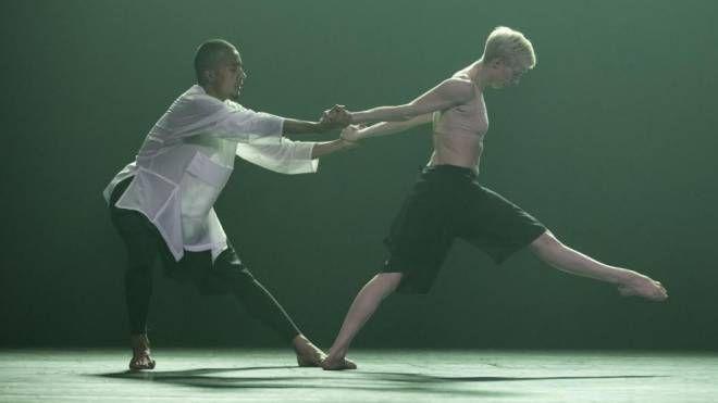 Codici della natura  e danza: l'autobiografia genetica sul palco  per comprendere la vita