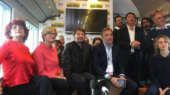 Renzi a bordo dell'Intercity con i ministri Franceschini, Minniti, Fedeli, Madia e Pinotti