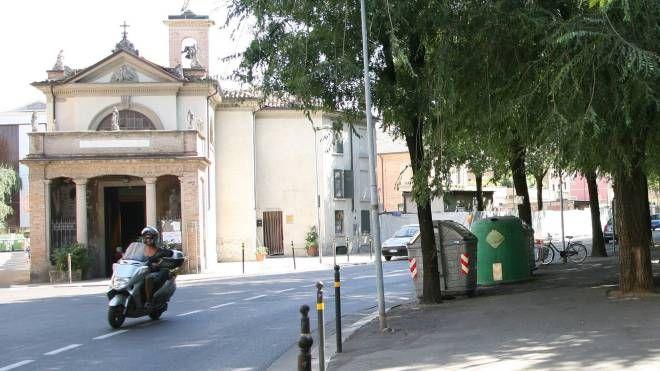 La chiesa del Crocifisso, sede della mensa del povero della Caritas