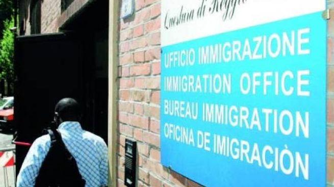 Reggio Emilia, rinnova permesso con passaporto falso ...
