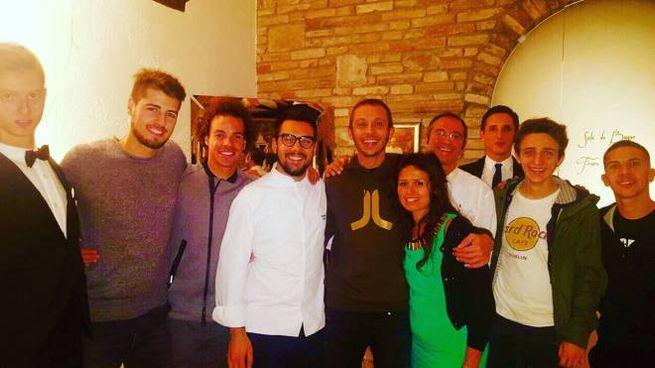 Valentino Rossi con Daniele Patti e la moglie Dunia, Fuligni, Morbidelli e Migno
