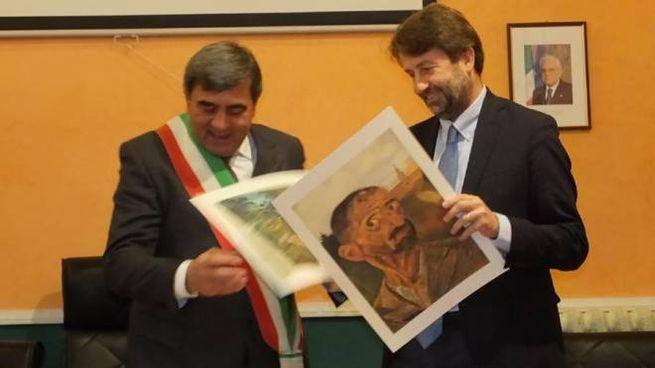 Il ministro con la copia di un Ligabue