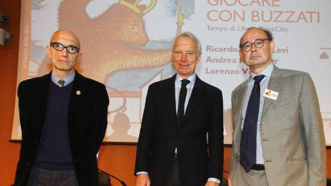Da sinistra Lorenzo Viganò, il direttore di Tempo di Libri  Andrea Kerbaker e il presidente di Aie e Fabbrica del libro Ricardo Franco Levi
