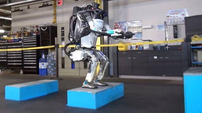 Tre, due, uno: salto! (Foto: Boston Dynamics/YouTube)