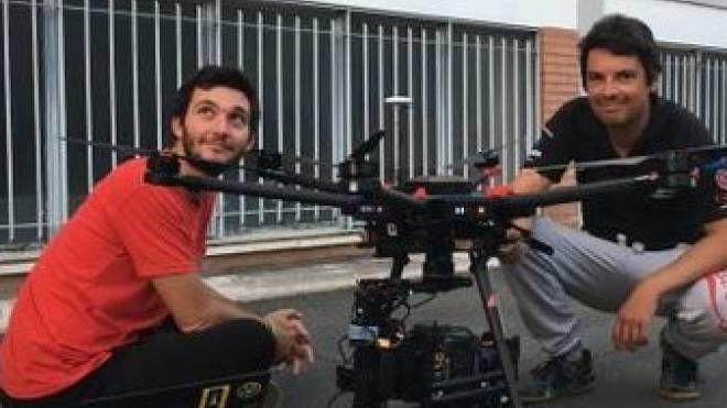 IDEA VINCENTE Il team di «Drone Arezzo». La giovane azienda richiestissima dai cineasti per le riprese aeree in Italia e all'estero