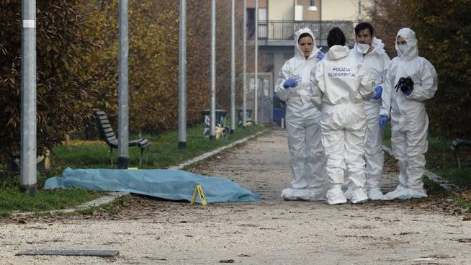 Polizia scientifica al lavoro al parco Villa Litta