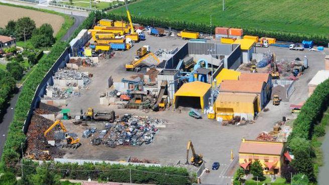 IMPRESA La foto scattata dall'alto mostra il processo di raccolta e lavorazione dei prodotti. In basso Alessandro Zoffoli