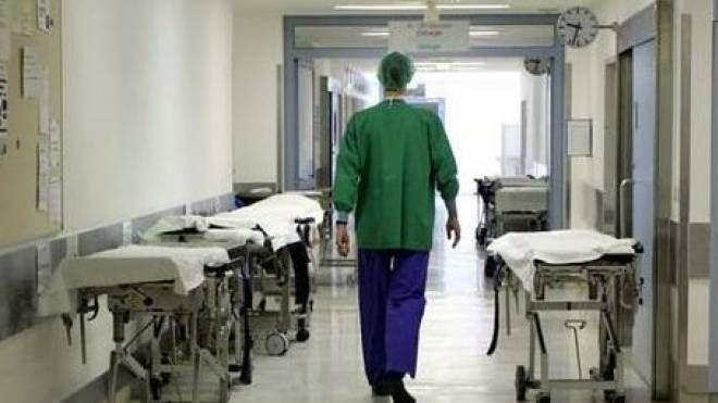 Una corsia d'ospedale (foto archivio)