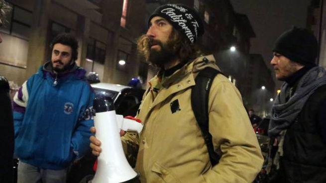 Brumotti a Bologna col megafono, altra aggressione a Roma (Fotoschicchi)