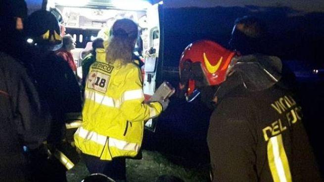 L'ambulanza porta via la donna
