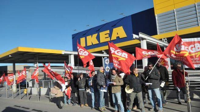 Ikea Protesta A Carugate Economia Ilgiornoit