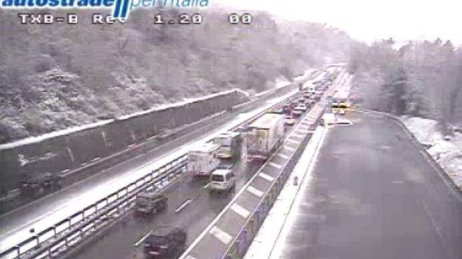 Meteo Toscana, neve sul tratto toscano dell'autostrada