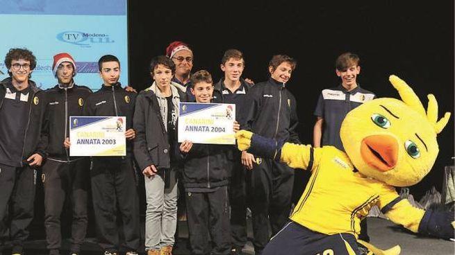 Un gruppo dei giovani del Modena calcio