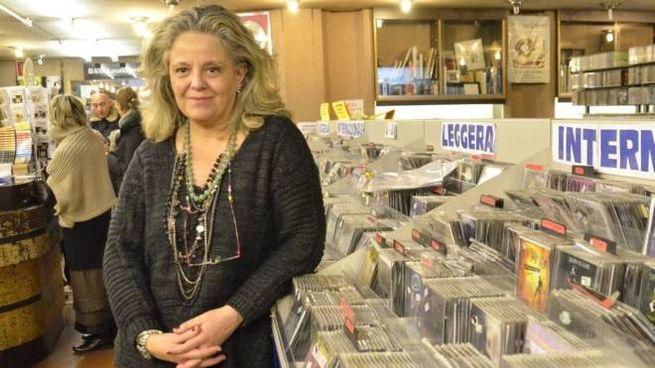 Antonella Niccoli all'interno del vecchio negozio. Oggi riaprirà, sempre in centro storico, ma nei nuovi locali di via Tintori