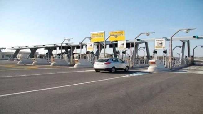 Il casello autostradale di Rosignano (Livorno)