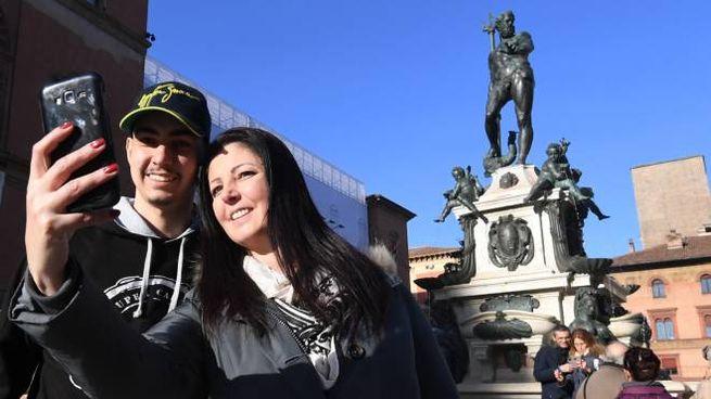 Il Nettuno è diventato subito la star dei selfi da parte di turisti e cittadini