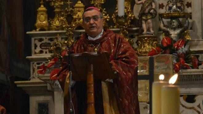 Il vescovo Agostinelli durante la messa di S. Stefano (foto Pecchioli/Attalmi)