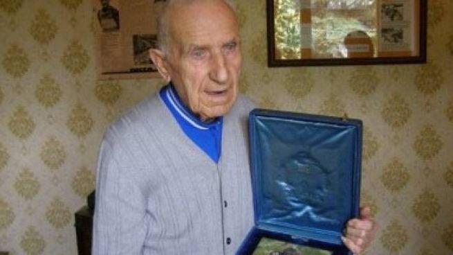 Il campione butese di ciclismo Cesare Del Cancia, morto nel 2011 riceve una targa
