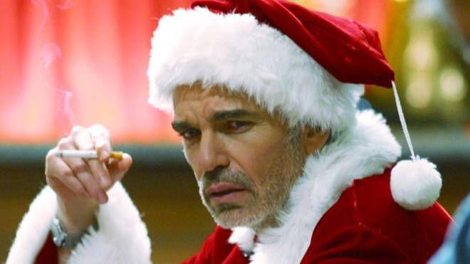 Babbo Natale Cattivo.In Fuga Il Babbo Natale Cattivo Invece Di Portare I Pacchi Li Ruba Cronaca Ilgiorno It