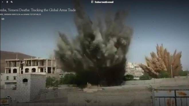 Un fotogramma della video inchiesta del New York Times sulla vendita di armi (Ansa)
