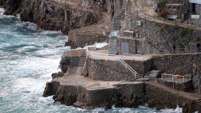 Il luogo in cui una turista veneta di 55 anni è morta a Praiano travolta da un'onda (Ansa)