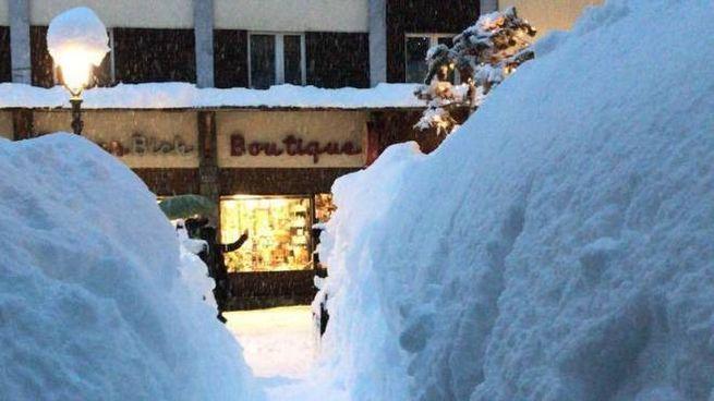 Previsioni meteo, nuovo maltempo. Nella foto Cervinia sepolta dalla neve (foto Ansa)