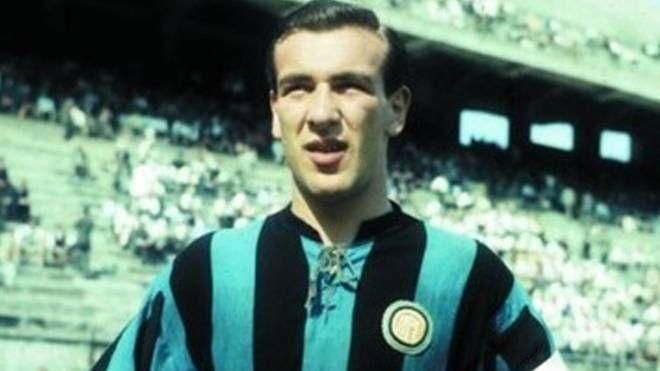 Antonio Valentín Angelillo con la maglia dell'Inter (Ansa/Wikipedia)