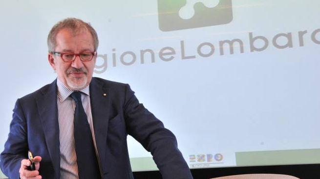 l governatore leghista della Lombardia Roberto Maroni
