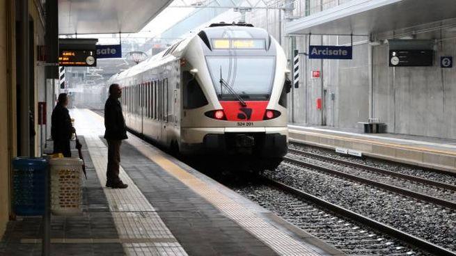Il treno transfrontaliero Arcisate-Stabio (Newpress)