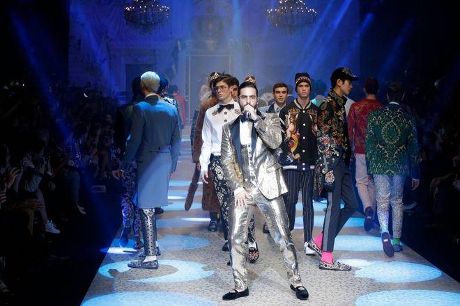 706d9fce2f9eb Dybala angelo per Dolce Gabbana. Sorpresa alla sfilata - Magazine ...
